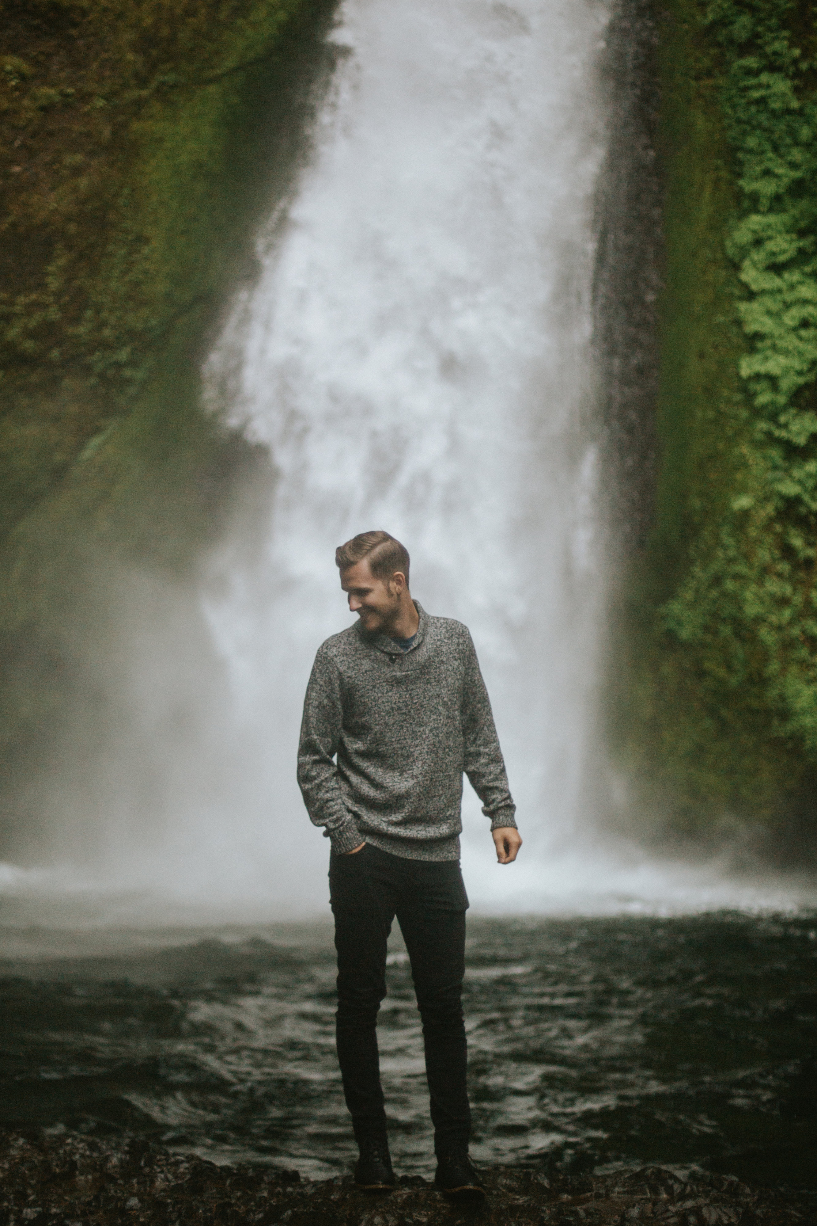 oregon waterfall engagement photos