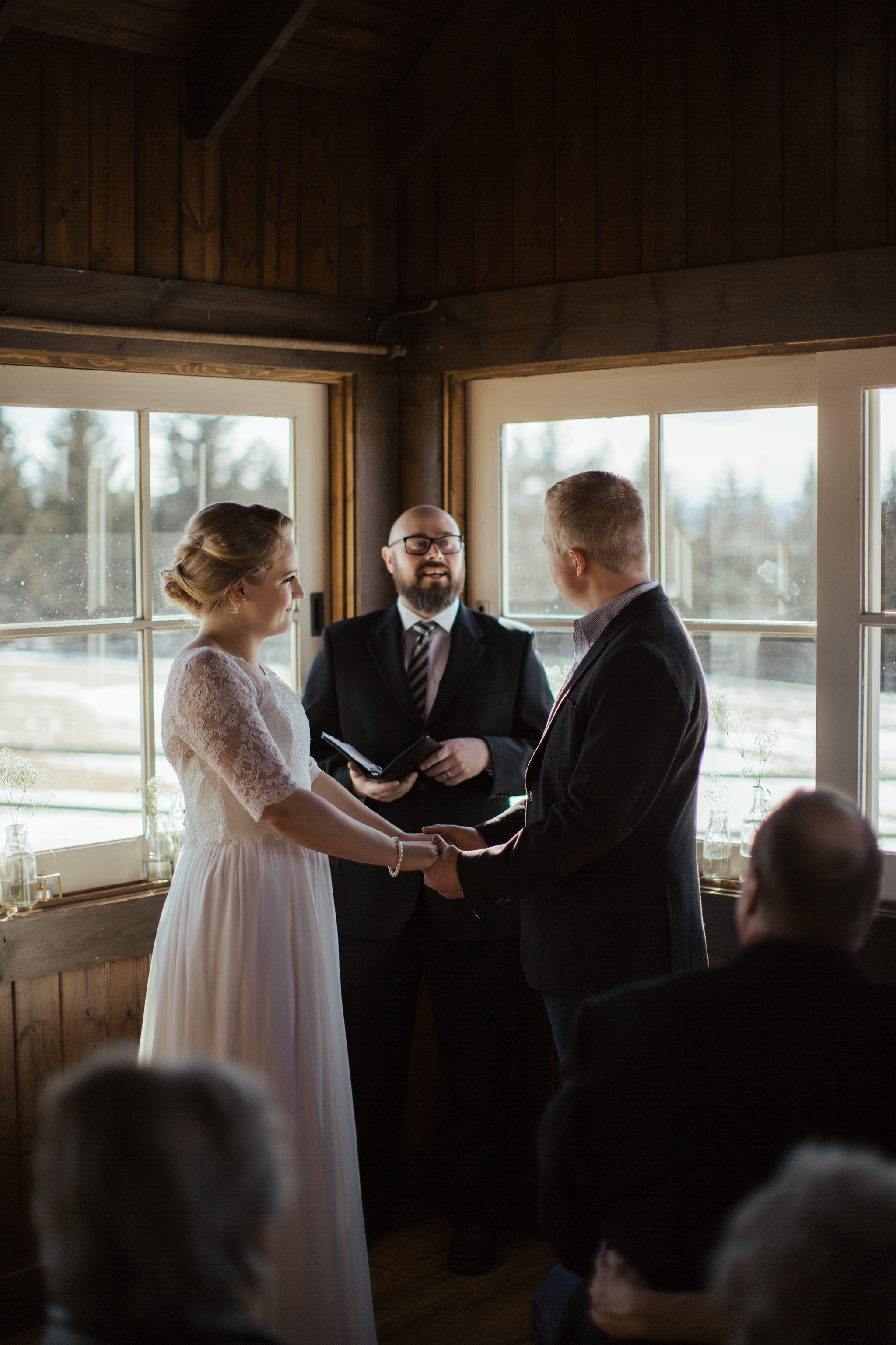 cabin wedding in the winter